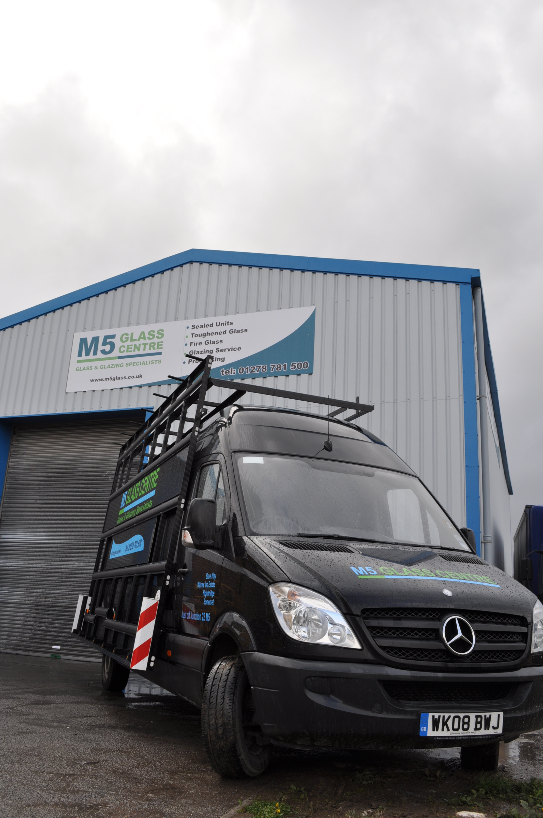 M5 Glass Centre Van