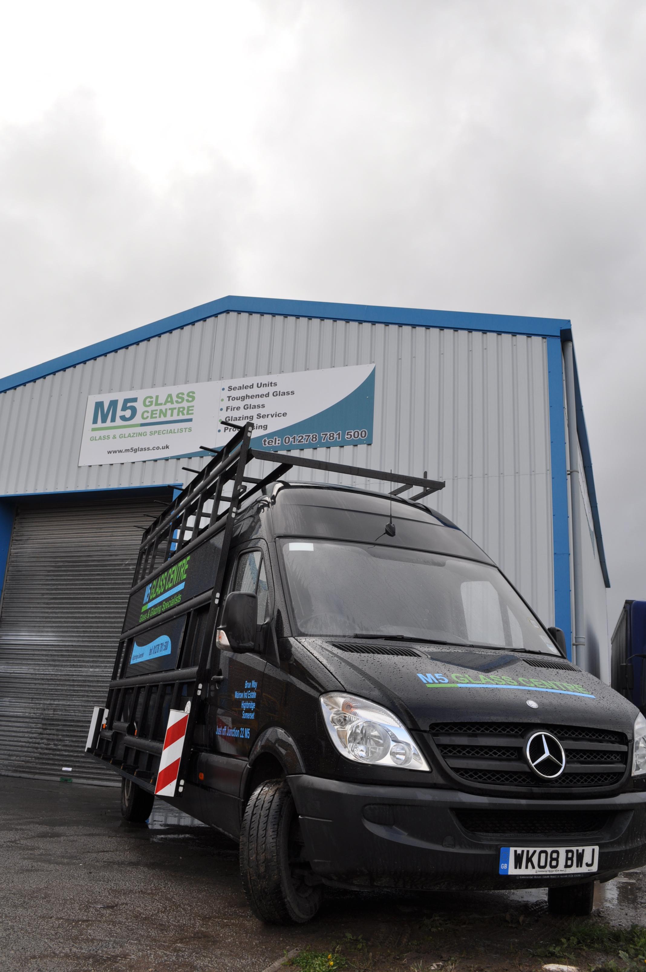 M5 Glass Centre Van