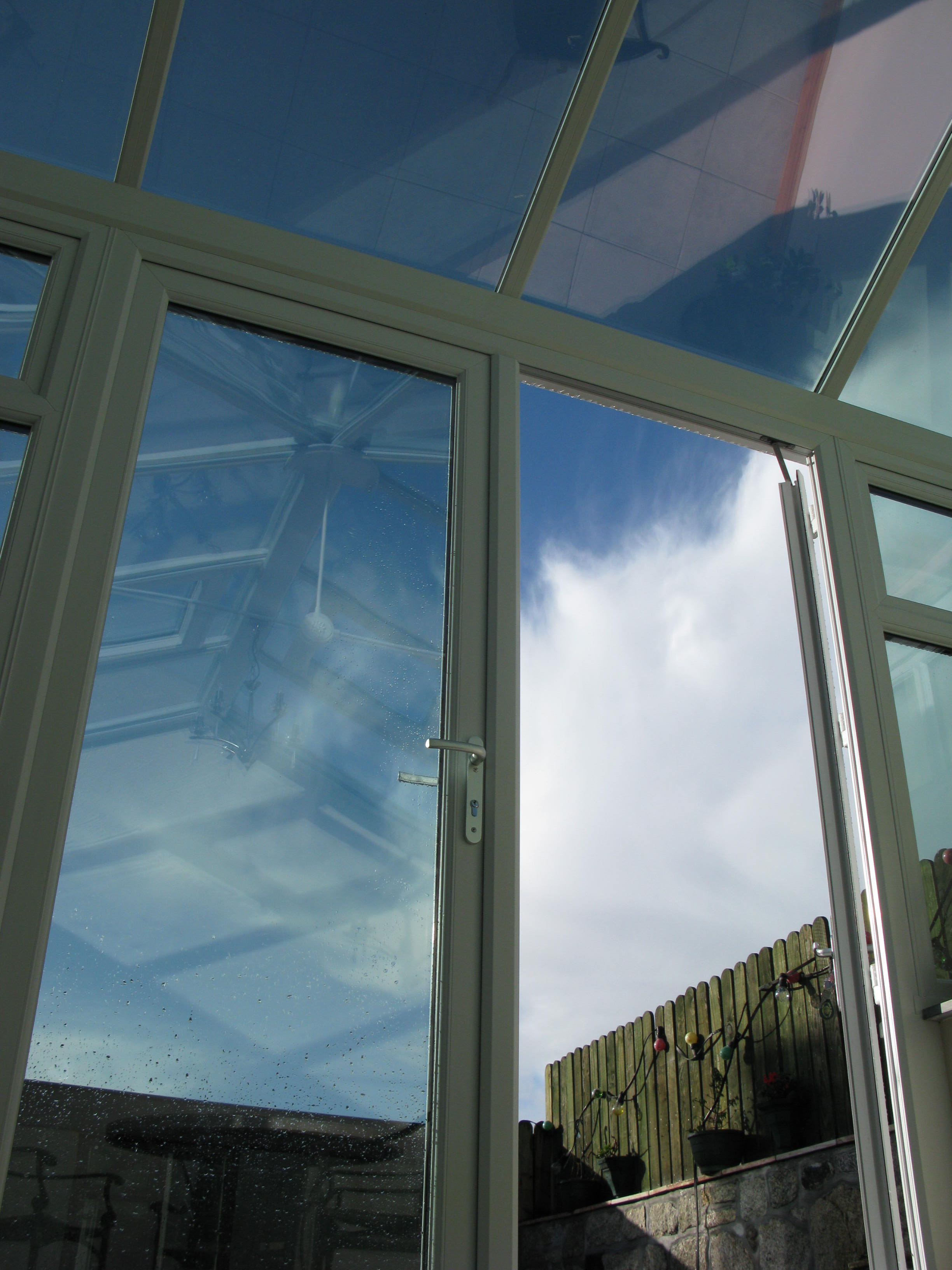 neutral all over solar control glass