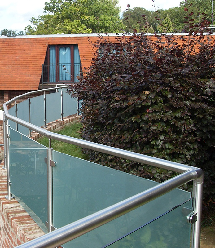 frosted glass backyard balustrade