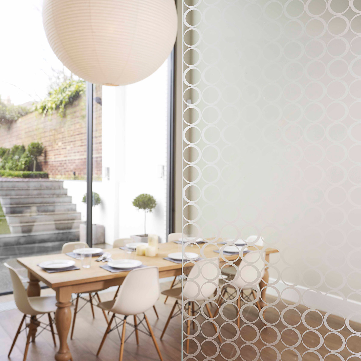 circle glass screen and dining table