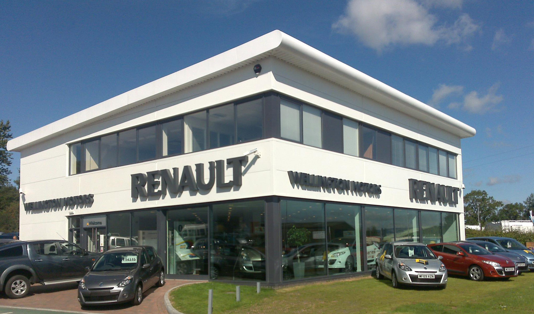 Renault Garage Glass Front