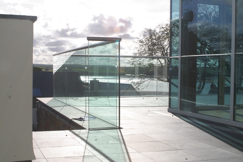 Frameless Glass with Roll Top Handrail