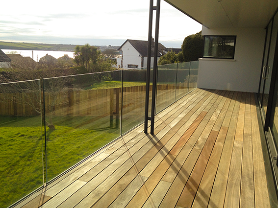 Frameless glass balcony